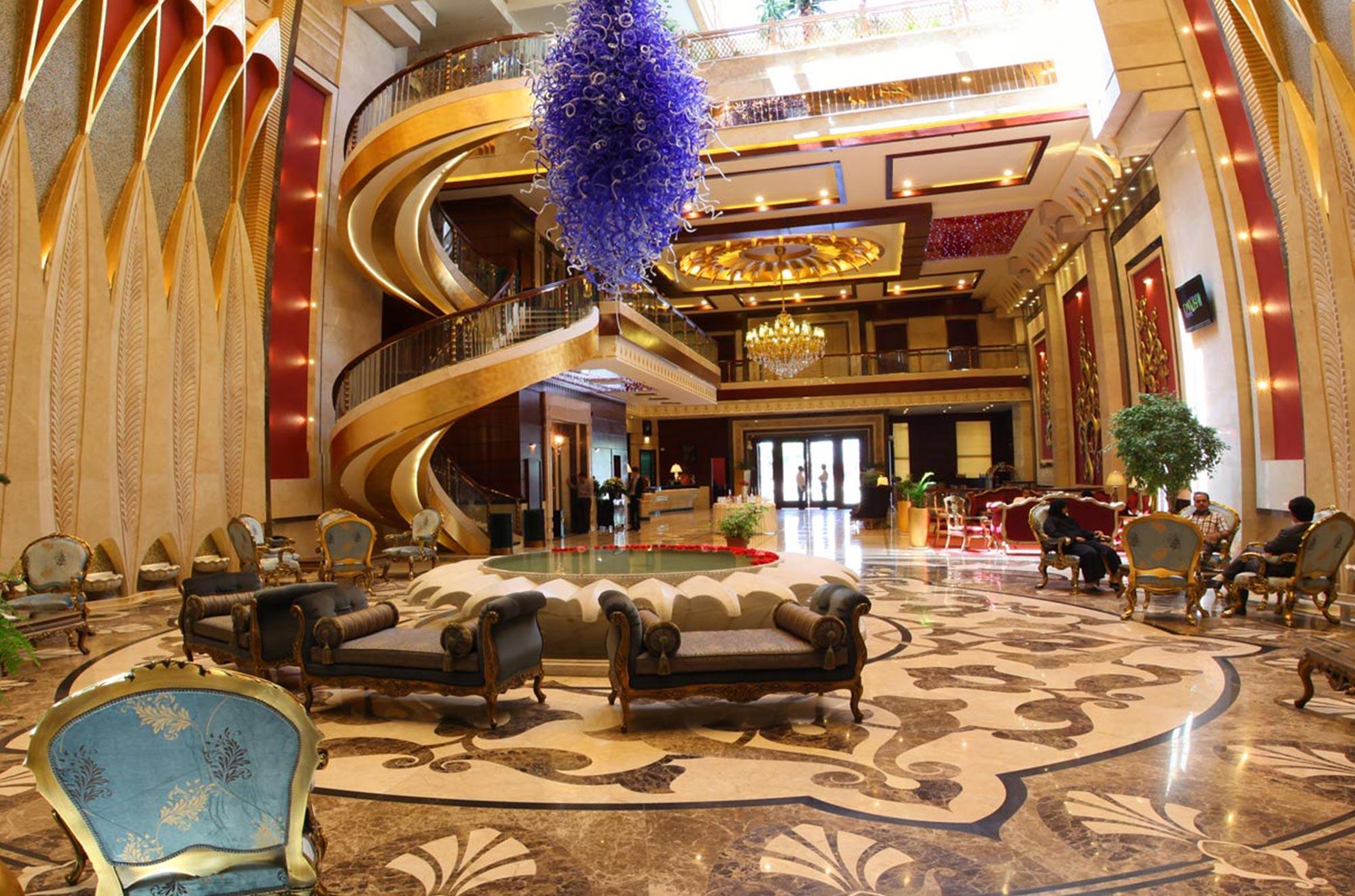 برخی توریستها نمیدانند در مشهد فرودگاه و هتل چندستاره وجود دارد - صبح امروز خراسان رضوی